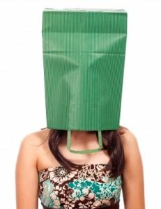 timide à se cacher