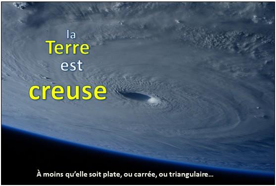 Maintenant la Terre creuse remplace la Terre plate !